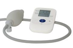 Ψηφιακό ιατρικό tonometer σε ένα άσπρο υπόβαθρο Στοκ Φωτογραφίες