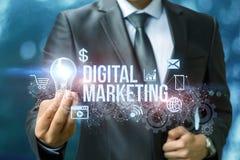 Ψηφιακό μάρκετινγκ παρουσιάζοντας έναν επιχειρηματία Στοκ φωτογραφία με δικαίωμα ελεύθερης χρήσης