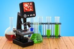 Ψηφιακό σύγχρονο μικροσκόπιο με τις χημικές φιάλες στο ξύλινο TA ελεύθερη απεικόνιση δικαιώματος