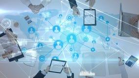 Ψηφιακό σύνθετο των επιχειρηματιών που εργάζονται στις ηλεκτρονικές συσκευές διανυσματική απεικόνιση