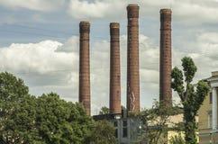 Ψηλές καπνοδόχοι τούβλινου Στοκ φωτογραφία με δικαίωμα ελεύθερης χρήσης
