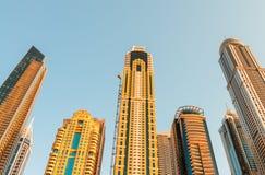 Ψηλοί ουρανοξύστες μαρινών του Ντουμπάι μια όμορφη ημέρα, Ε.Α.Ε. Στοκ φωτογραφίες με δικαίωμα ελεύθερης χρήσης