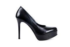Ψηλοτάκουνα παπούτσια μαύρων γυναικών ` s σε ένα άσπρο υπόβαθρο Στοκ Φωτογραφία