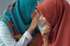 Ψιθύρισμα κοριτσιών στοκ φωτογραφίες