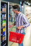 Ψυγείο υπεραγορών ανοίγματος ατόμων Στοκ Εικόνες