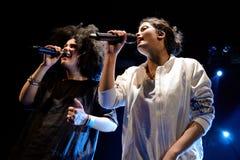 Ψυχή Ibeyi και σύγχρονος ρυθμός και κουβανική ζώνη μπλε στη συναυλία στον ήχο 2015 Primavera σκηνών Apolo Στοκ φωτογραφίες με δικαίωμα ελεύθερης χρήσης