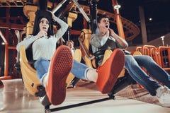 Ψυχαγωγία νεολαίας στο λούνα παρκ Στοκ Εικόνες