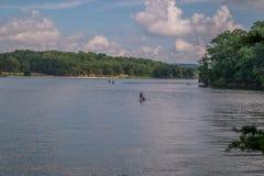 Ψυχαγωγικός αθλητισμός νερού στη λίμνη στοκ φωτογραφία με δικαίωμα ελεύθερης χρήσης