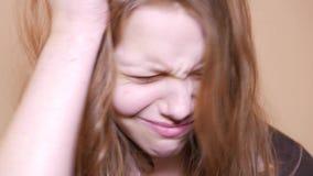 Ψυχο κορίτσι εφήβων κλείστε επάνω 4k UHD απόθεμα βίντεο