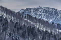 Ψυχρό χειμερινό τοπίο βουνών Στοκ Εικόνες