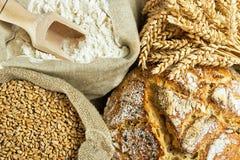 Ψωμί, αλεύρι και σιτάρι στοκ εικόνες με δικαίωμα ελεύθερης χρήσης