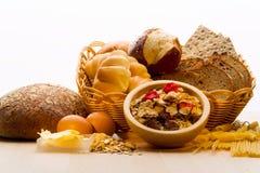 Ψωμί, εγκαταστάσεις δημητριακών, ζυμαρικά Ψωμί, εγκαταστάσεις δημητριακών, Στοκ εικόνα με δικαίωμα ελεύθερης χρήσης