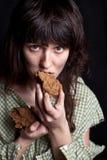 ψωμί επαιτών που τρώει τη γ&upsilo Στοκ φωτογραφία με δικαίωμα ελεύθερης χρήσης