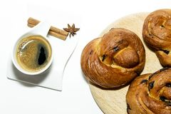 Ψωμί ζάχαρης Πάσχας με τον καφέ Στοκ εικόνα με δικαίωμα ελεύθερης χρήσης