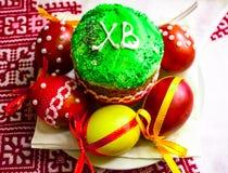 Ψωμί και αυγά Πάσχας με το άνθος μήλων Στοκ Εικόνες
