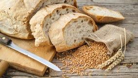 Ψωμί και δημητριακά στοκ φωτογραφία με δικαίωμα ελεύθερης χρήσης