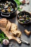 Ψωμί και μύδια με το σκόρδο και το μαϊντανό Στοκ φωτογραφία με δικαίωμα ελεύθερης χρήσης