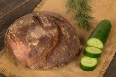 Ψωμί και πράσινα στοκ εικόνα με δικαίωμα ελεύθερης χρήσης