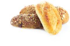 Ψωμί και ρόλοι που απομονώνονται στο λευκό στοκ εικόνες