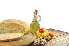 Ψωμί και συστατικά στον πίνακα Στοκ Εικόνα