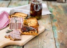 Ψωμί κρέατος με τις ξηραμένα από τον ήλιο ντομάτες και croutons Στοκ εικόνα με δικαίωμα ελεύθερης χρήσης
