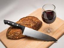 Ψωμί, κρασί και μαχαίρι Στοκ Εικόνες