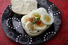 Ψωμί με τα μαγειρευμένα αυγά Στοκ φωτογραφία με δικαίωμα ελεύθερης χρήσης