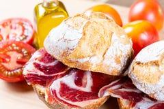 Ψωμί με την ντομάτα και το ζαμπόν Στοκ εικόνα με δικαίωμα ελεύθερης χρήσης