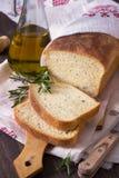 Ψωμί με το ελαιόλαδο δεντρολιβάνου και Στοκ φωτογραφία με δικαίωμα ελεύθερης χρήσης