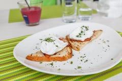 Ψωμί με το καπνισμένο τυρί μπέϊκον και κρέμας Στοκ Φωτογραφία