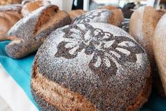 Ψωμί με το πουλί κατασκευασμένο Στοκ Εικόνες