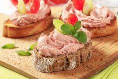 Ψωμί με mousse κρέατος στοκ φωτογραφία με δικαίωμα ελεύθερης χρήσης