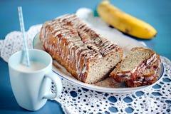 Ψωμί μπανανών με την τήξη και κανέλα με το γάλα καρυδιών Στοκ Εικόνα