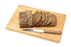 Ψωμί περικοπών breadboard στοκ εικόνα με δικαίωμα ελεύθερης χρήσης