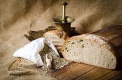 ψωμί που τεμαχίζεται στοκ εικόνα με δικαίωμα ελεύθερης χρήσης