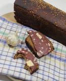Ψωμί σίκαλης με το λουκάνικο Στοκ Εικόνες