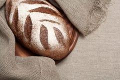 Ψωμί σε ένα ξύλινο χαρτόνι Στοκ φωτογραφίες με δικαίωμα ελεύθερης χρήσης