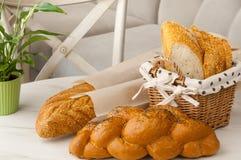 Ψωμί σε ένα ψάθινο καλάθι Στοκ Φωτογραφία