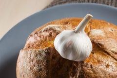 Ψωμί σκόρδου και σίκαλης Στοκ φωτογραφία με δικαίωμα ελεύθερης χρήσης