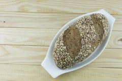 Ψωμί στο λευκό φλυτζανιών Στοκ φωτογραφία με δικαίωμα ελεύθερης χρήσης
