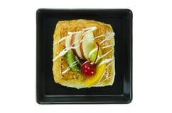 Ψωμί στο μαύρο πιάτο Στοκ εικόνες με δικαίωμα ελεύθερης χρήσης