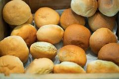 Ψωμί στο ξύλινο κιβώτιο Στοκ εικόνες με δικαίωμα ελεύθερης χρήσης