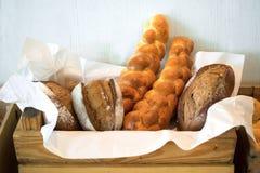 Ψωμί στο ξύλινο κιβώτιο Στοκ φωτογραφίες με δικαίωμα ελεύθερης χρήσης