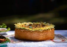 Ψωμί, στο οποίο η πλήρωση του pilaf πεδίο βάθους ρηχό Στοκ φωτογραφία με δικαίωμα ελεύθερης χρήσης