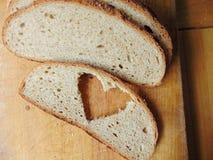 Ψωμί την καρδιά που αποκόπτει με της φέτας Στοκ Εικόνα