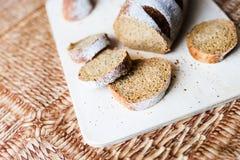 Ψωμί φαγόπυρου στον ξύλινο πίνακα Στοκ Εικόνες