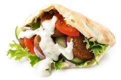 Ψωμί Pita που γεμίζουν με το falafel Στοκ εικόνα με δικαίωμα ελεύθερης χρήσης