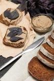 Ψωμί Terrine φρυγανιάς κοτόπουλου συκωτιού πατέ στοκ εικόνα με δικαίωμα ελεύθερης χρήσης