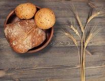 Ψωμιά και αυτιά σίτου στοκ εικόνες
