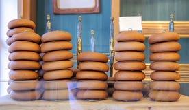 Ψωμιά και κέικ αρτοποιείων στοκ εικόνες